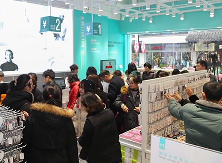 Sales promotion of fast fashion department store management strategy